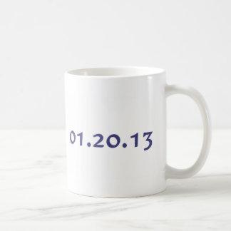 01.20.13 - El día pasado de Obama como presidente Taza Básica Blanca