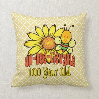 100o cumpleaños - increíble en 100 años cojín decorativo