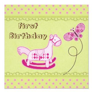 1r cumpleaños rosado lindo del caballo mecedora y invitación 13,3 cm x 13,3cm