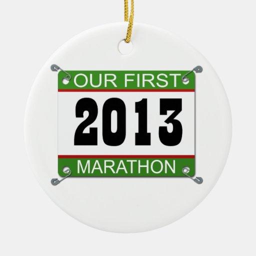 2013 nuestro primer ornamento del babero del marat adornos