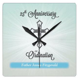 25to Aniversario de la ordenación, regalo cuadrado Reloj Cuadrado