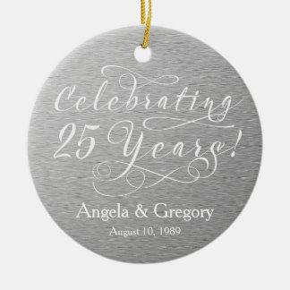 25to Blanco de plata del aniversario de boda 25 Adorno Redondo De Cerámica