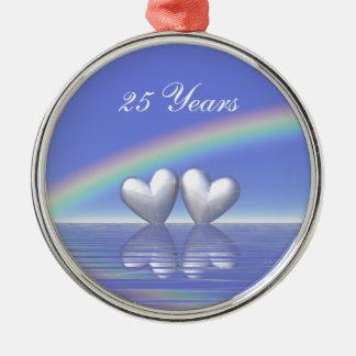 25to Corazones de plata del aniversario Adorno Redondo Plateado