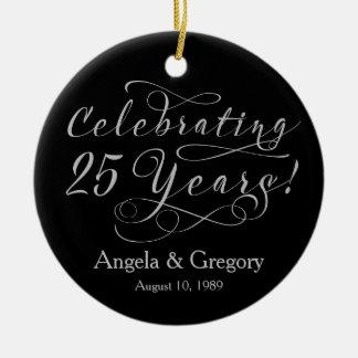 25to Negro de plata del aniversario de boda 25 Adorno Redondo De Cerámica