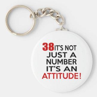 38 no es apenas un número que es una actitud llavero