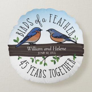45.o Aniversario de boda, Bluebirds de una pluma Cojín Redondo