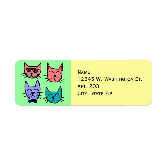 4 caras lindas divertidas coloridas del gato del etiqueta de remite