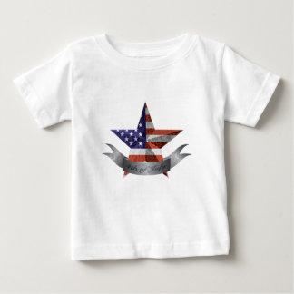 4to de la bandera y de la estrella de julio con camiseta de bebé