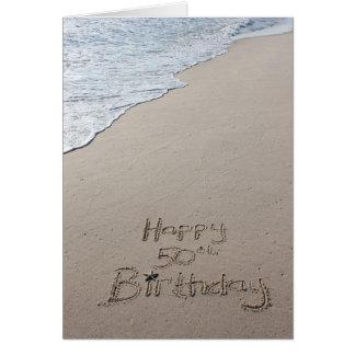 50.a arena feliz de la playa de la tarjeta de