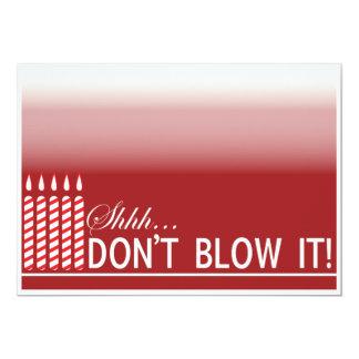 50.a fiesta de cumpleaños de la sorpresa roja invitación 12,7 x 17,8 cm