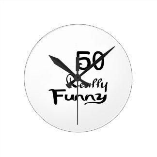 50 diseños realmente divertidos del cumpleaños reloj redondo mediano
