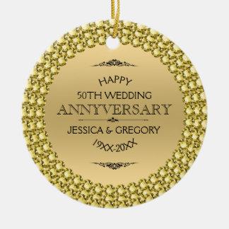 50.os diamantes y oro felices del aniversario adorno navideño redondo de cerámica