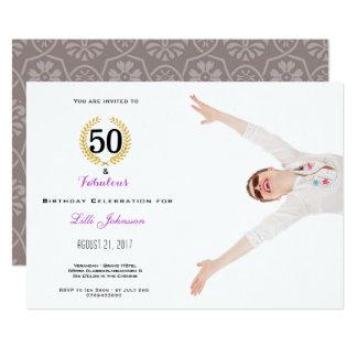 50 y tarjeta fabulosa de la invitación de la