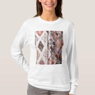 53: Detalle de un edredón de remiendo hecho por la Camiseta