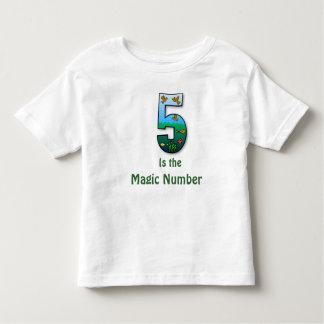 5 es la camiseta de los niños del número mágico