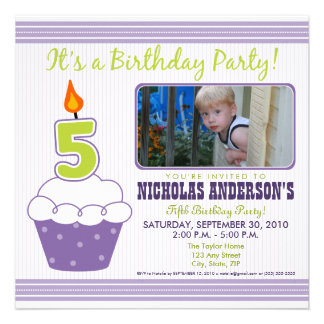 5ta púrpura de la invitación de la fiesta de cumpl
