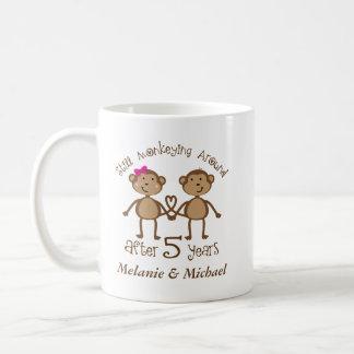 5to Aniversario de boda su el suyo taza del regalo