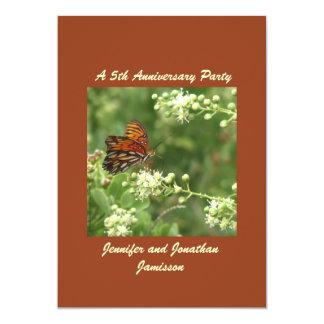 5to Mariposa de la invitación de la fiesta de