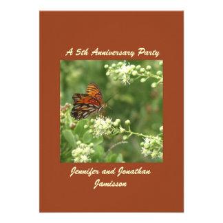 5to Mariposa de la invitación de la fiesta de aniv