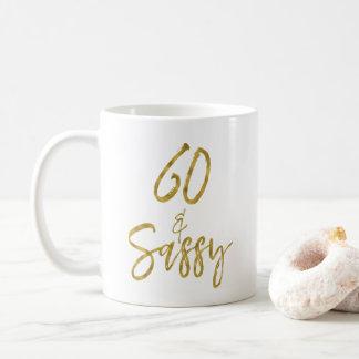 60 y taza de café descarada del cumpleaños de la
