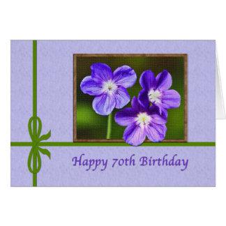 70 o Tarjeta de cumpleaños con las violas púrpuras