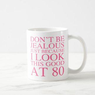 80.o cumpleaños descarado para las mujeres taza clásica