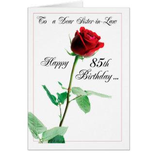 85o Rosa rojo del cumpleaños de la cuñada Tarjeta De Felicitación
