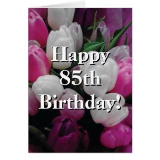 85o Tarjeta de cumpleaños con el ramo rosado de la