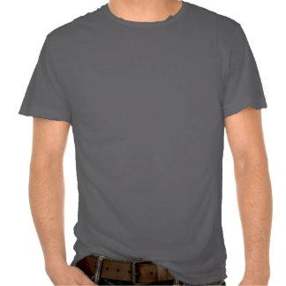 8negro en camiseta desgastada.
