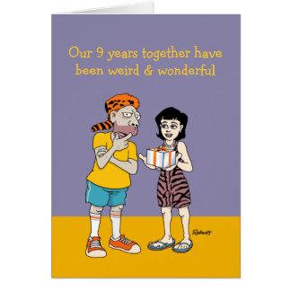 9na tarjeta divertida del aniversario: Extraño y