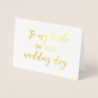 A mi novia en nuestro día de boda tarjeta con relieve metalizado