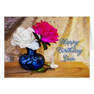 A un gemelo, feliz cumpleaños con los rosas tarjeta de felicitación