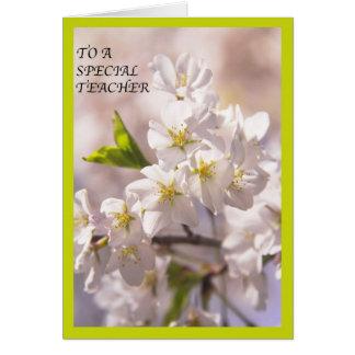 A una tarjeta especial de los flores de las flores