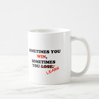 A veces usted frase de motivación de la tipografía taza básica blanca