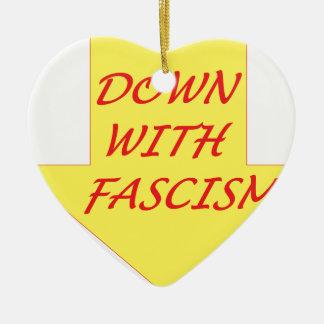 Abajo con fascismo adorno navideño de cerámica en forma de corazón