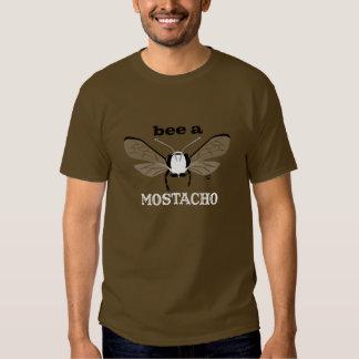 Abeja de Bugzter una camiseta de Mostacho Brown
