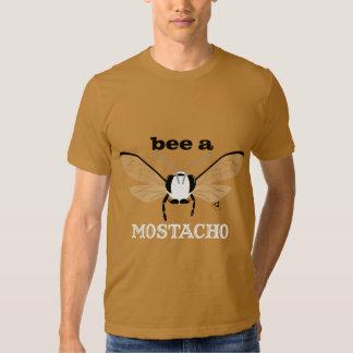 Abeja de Bugzter una camiseta del color de la