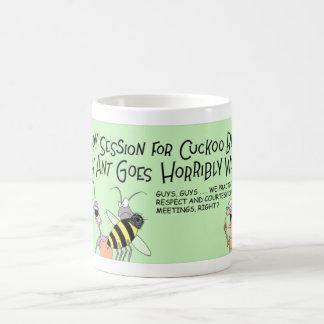 Abeja del cuco y la hormiga loca taza de café