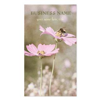 Abeja en la flor rosada tarjeta personal