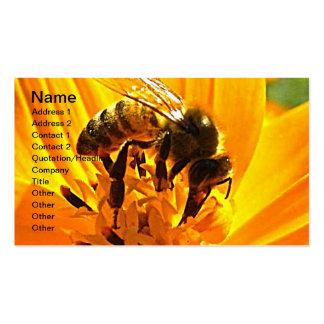 Abeja en una flor plantilla de tarjeta de visita