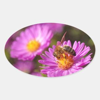 Abeja y polinización de la miel colcomanias de óval personalizadas