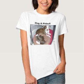 Abrace una camiseta de Pitbull