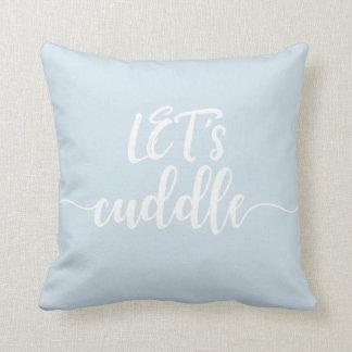 Abracemos, almohada azul