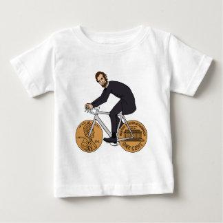 Abraham Lincoln en una bici con el penique rueda Camiseta De Bebé