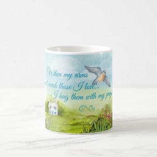 Abrazo de usted con mi tarjeta de los rezos taza de café