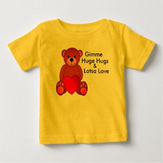 Abrazos y camisa enormes del amor de Lotsa
