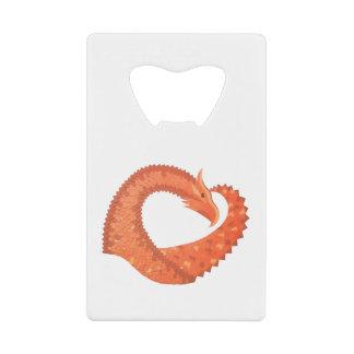Abrebotellas De Tarjeta De Crédito Dragón anaranjado del corazón en blanco