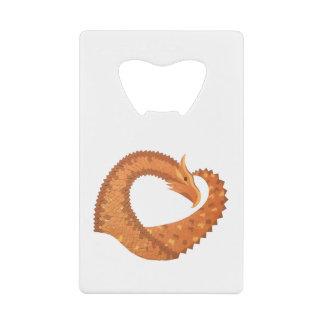 Abrebotellas De Tarjeta De Crédito Dragón anaranjado quemado del corazón en blanco