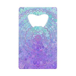 Abrebotellas De Tarjeta De Crédito Flor de la mandala en azul claro y púrpura