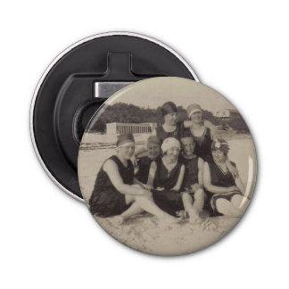 Abrebotellas Fotografía 1920 del vintage del grupo de playa